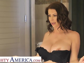 Naughty America Alexis Fawx tips bell boy with pussy