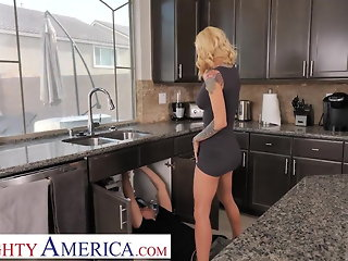 Naughty America Sarah Jessie shows neighbor how wet she gets