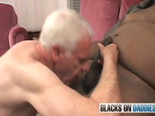 Senior fucked by chubby black younger guy