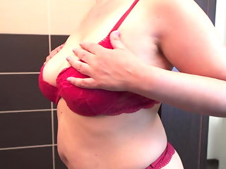 Watching curvy mom in shower