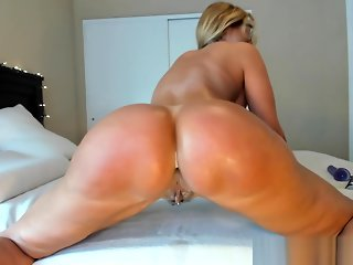 Foxy Milf Camgirl Jess Ryan Private Shows And Twerk Teasing Yoga Pants