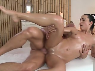 Cute masseuse babe getting pussyfucked
